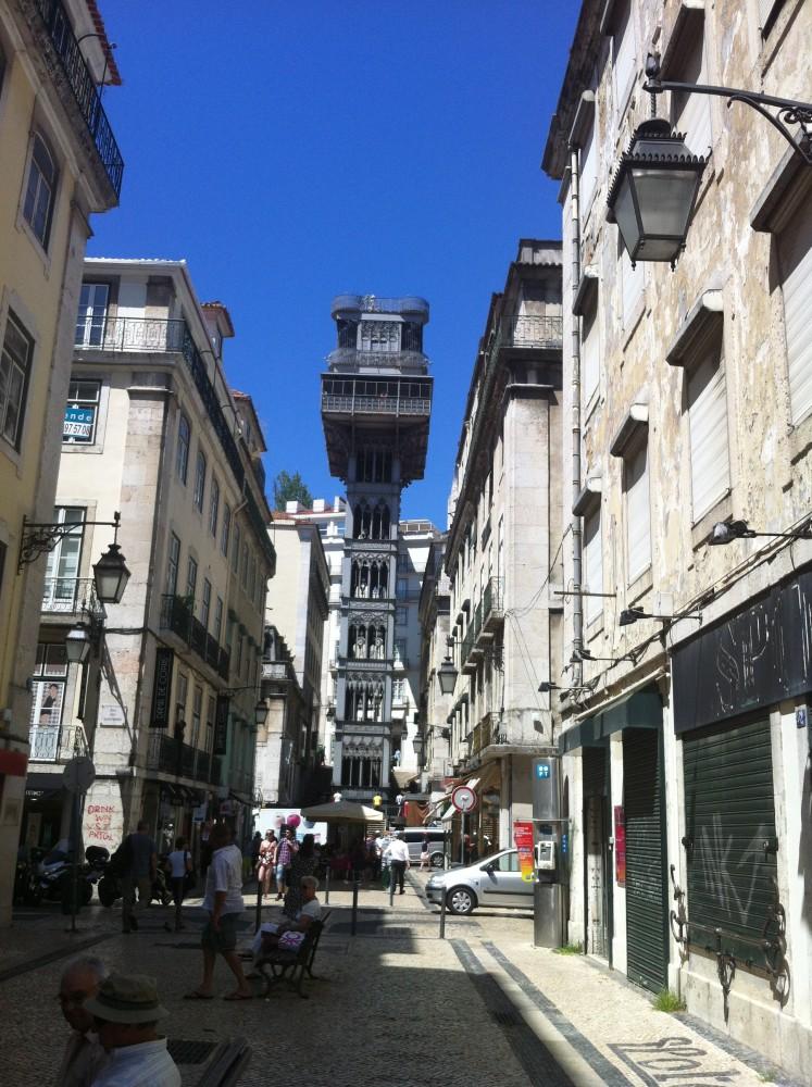 Aufzug in Lissabon